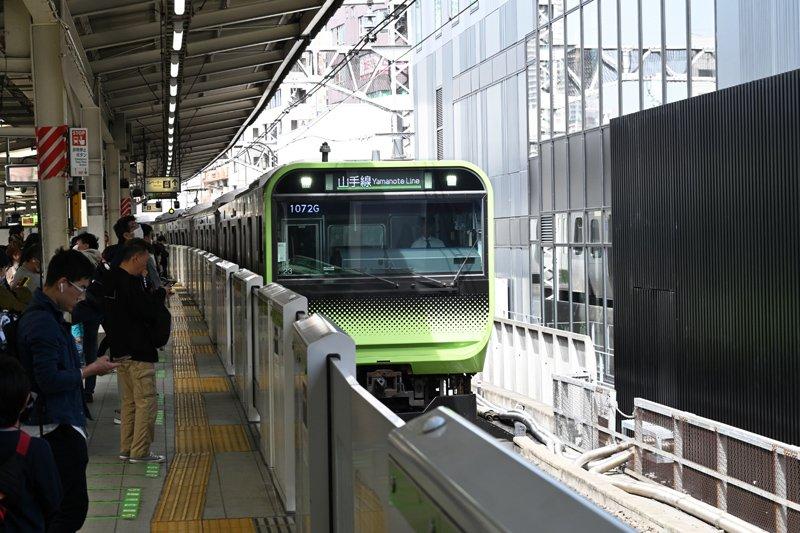 五反田駅のJR山手線電車