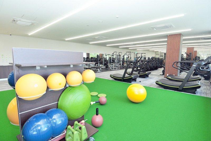 トムスポーツアカデミー マシンジムが並ぶ3階エリア