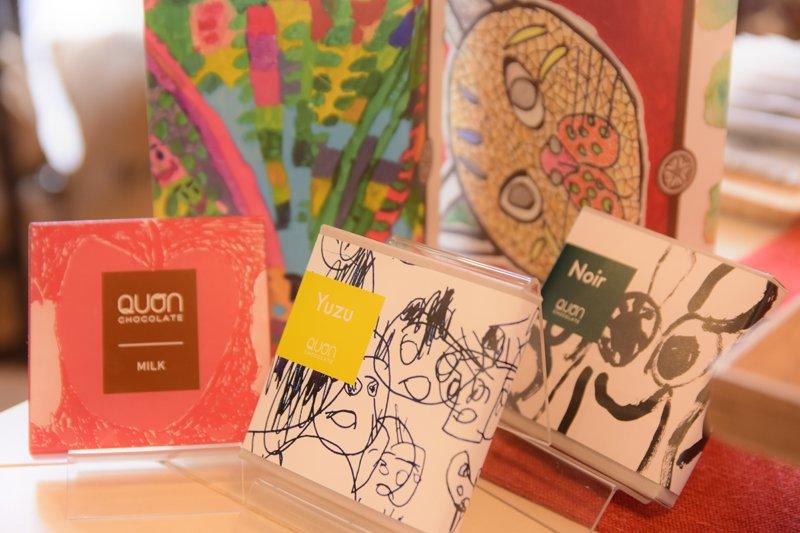 障害のある人によるアート作品とコラボレーションしたパッケージ。売上の3%が作者に還元される