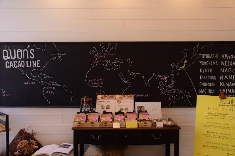 店内に掲げられた地図にはカカオの産地が記されている